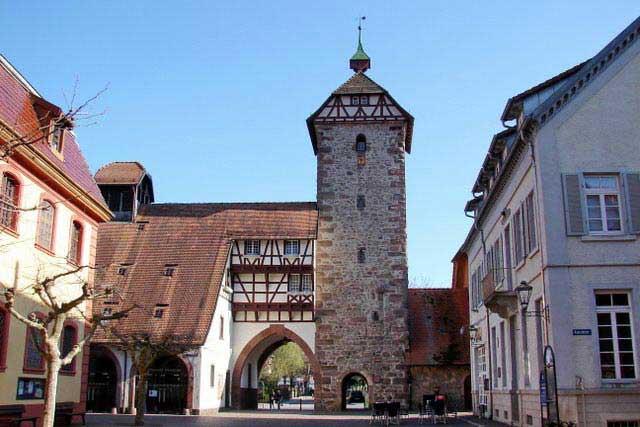 מגדל החסידות בעיירה  צֶל אָם הארמֶרסבּאך
