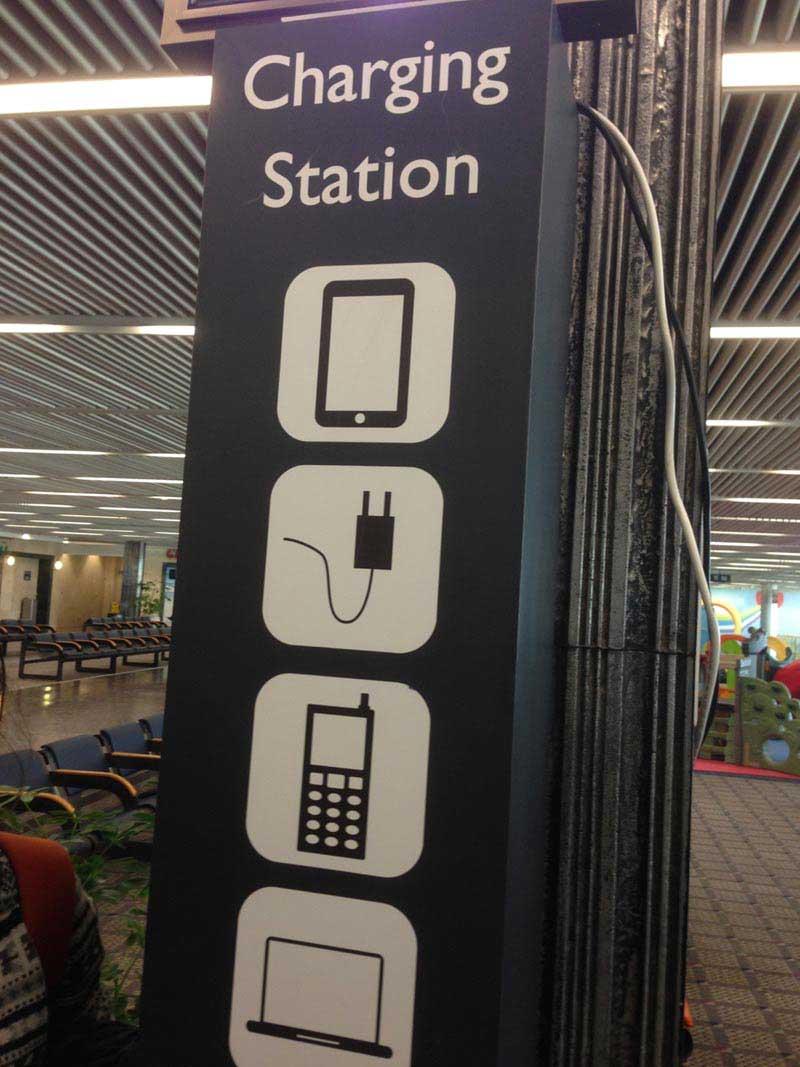 עמדת טעינה שלישית בקומה הראשונה, טרמינל 1 בנתב״ג