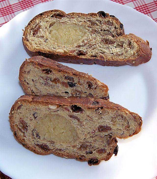 פּאסטוֹל לחג הפסחא, הגרסה ההולנדית ללחם הפירות היבשים