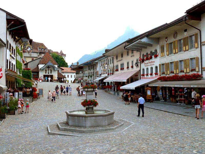 מרכז העיירה מימי-הביניים של גרוייר