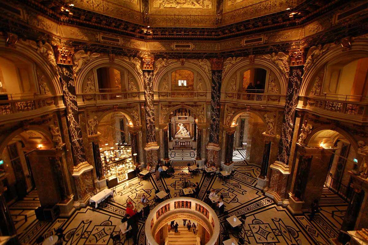 חלל הפנים המהודר של המוזיאון לתולדות האמנות