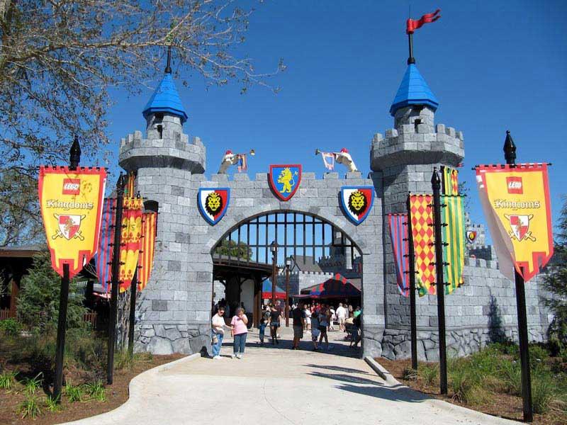 הכניסה לממלכות הלגו