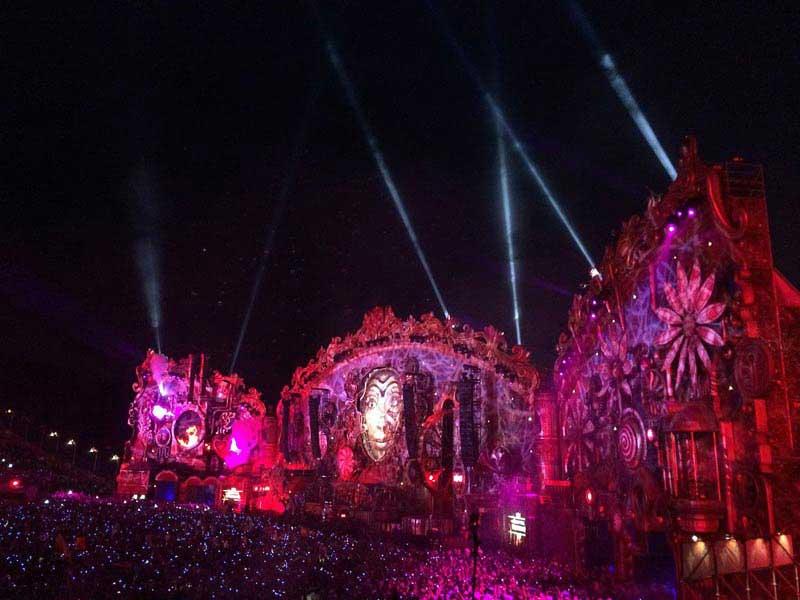 הבמה המרכזית - טומורולנד 2014
