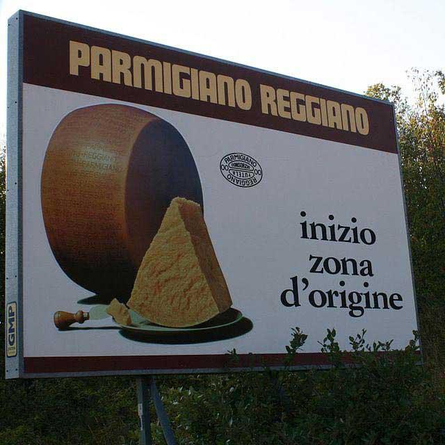שלט המציין כניסה לאזור ייצור הפרמזן במחוז אֶמיליָה-רומאניָה