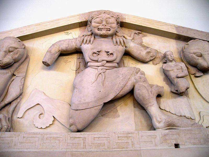 פרט מגמלון הגורגונה במוזיאון לארכיאולוגיה שבעיר קורפו