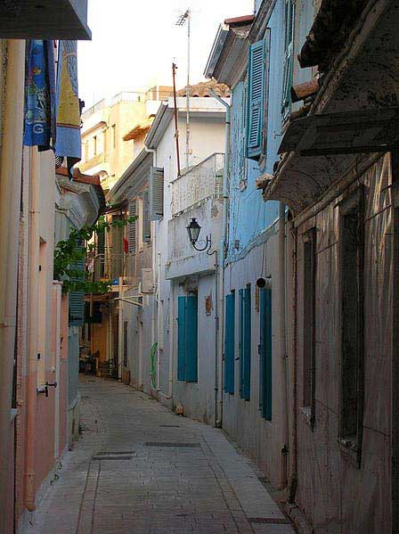 רחוב טיפוסי בעיירה לֶפקאדָה