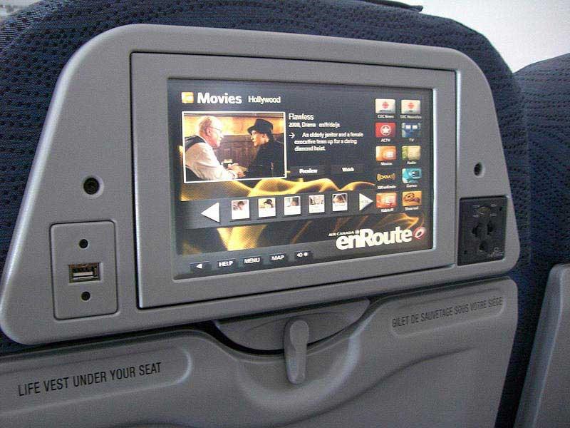שקעי USB במושבי מטוסי אייר קנדה