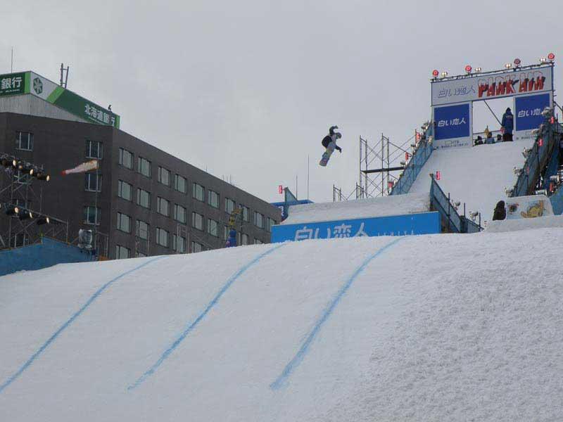 גולש סנובורד במגלשת הענק של פסטיבל השלג