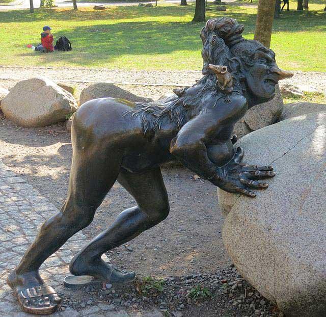 פסל של מכשפה ברמת הֶקסֶנטאנצפלאץ