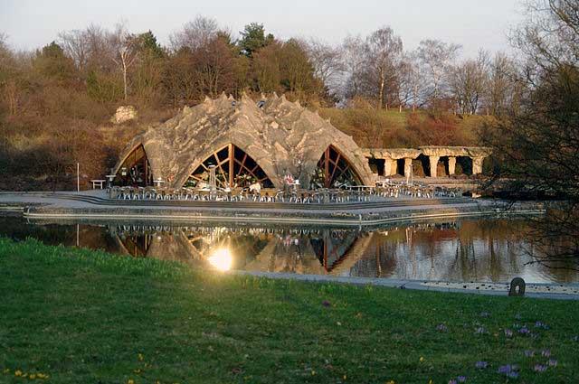 בית הקפה ליד האגם