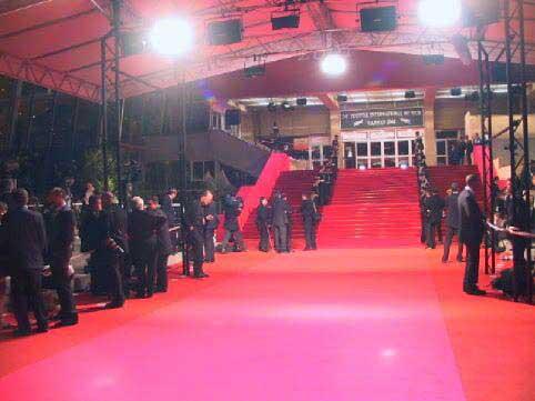 השטיח האדום בכניסה לפּאלֶה