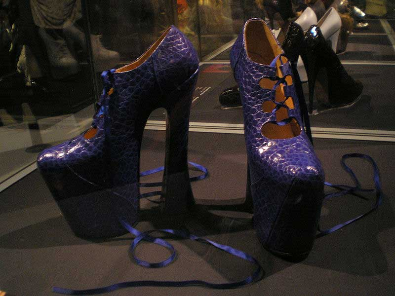 נעלי הפלטפורמה הנודעות של ויויאן ווסטווד