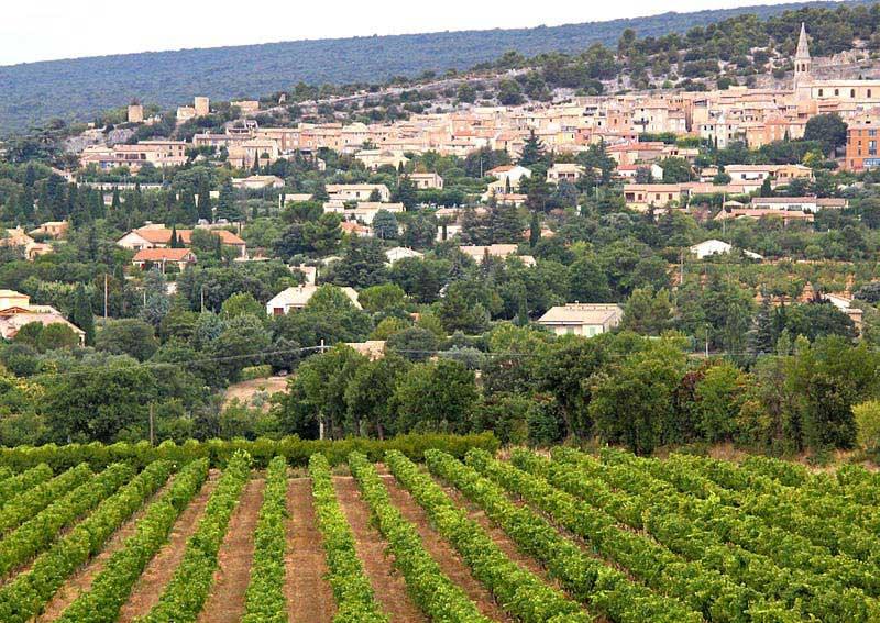 העיירה סן-סאטוּרנאן-לֶז-אָט שבפרובאנס