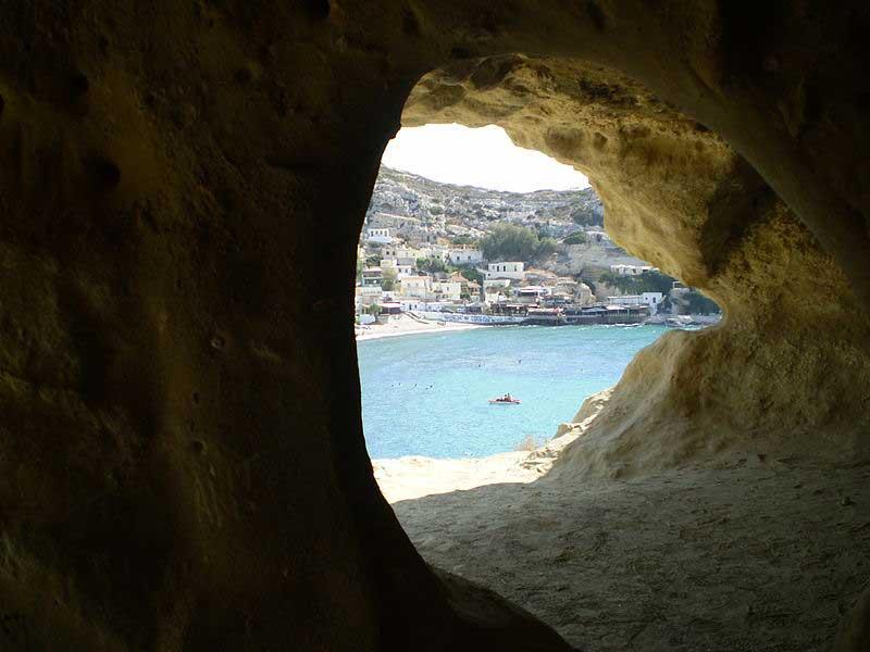 מבט אל העיירה מהמערות