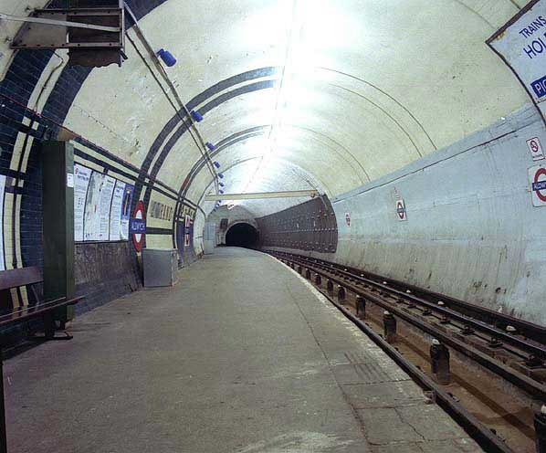 מנהרת הרכבת התחתית של לונדון בתחנת Aldwych שחדלה משימוש