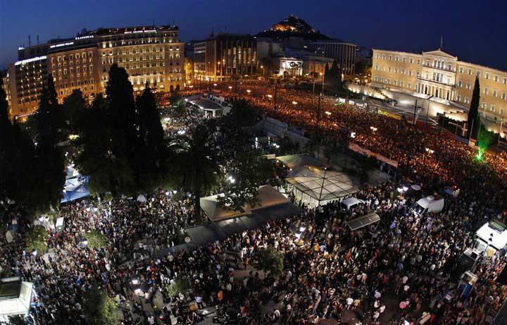 מחאות באתונה ב-2011 מול בניין הפרלמנט