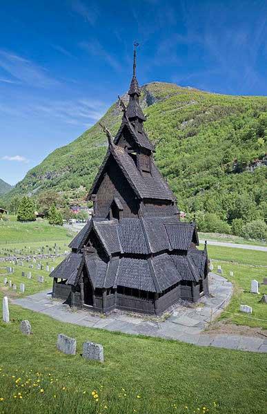 כנסיית קורות-העץ בּוֹרגוּן, לארדאל, נורבגיה
