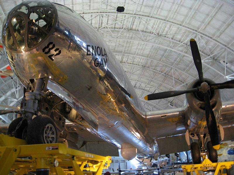 אנולה גיי באגף מוזיאון האוויר והחלל הלאומי שבוושינגטון