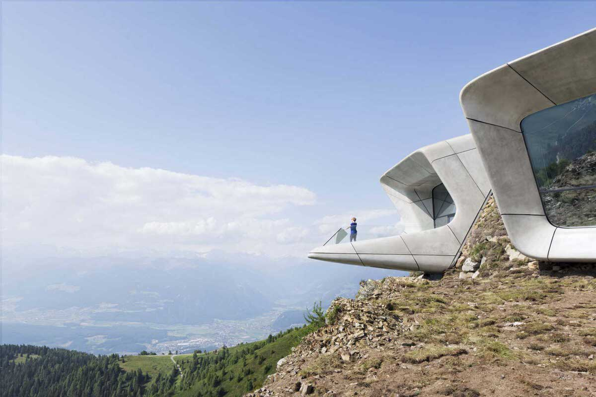 אחת ממרפסות התצפית של מוזיאון ההרים קוֹרוֹנֶס