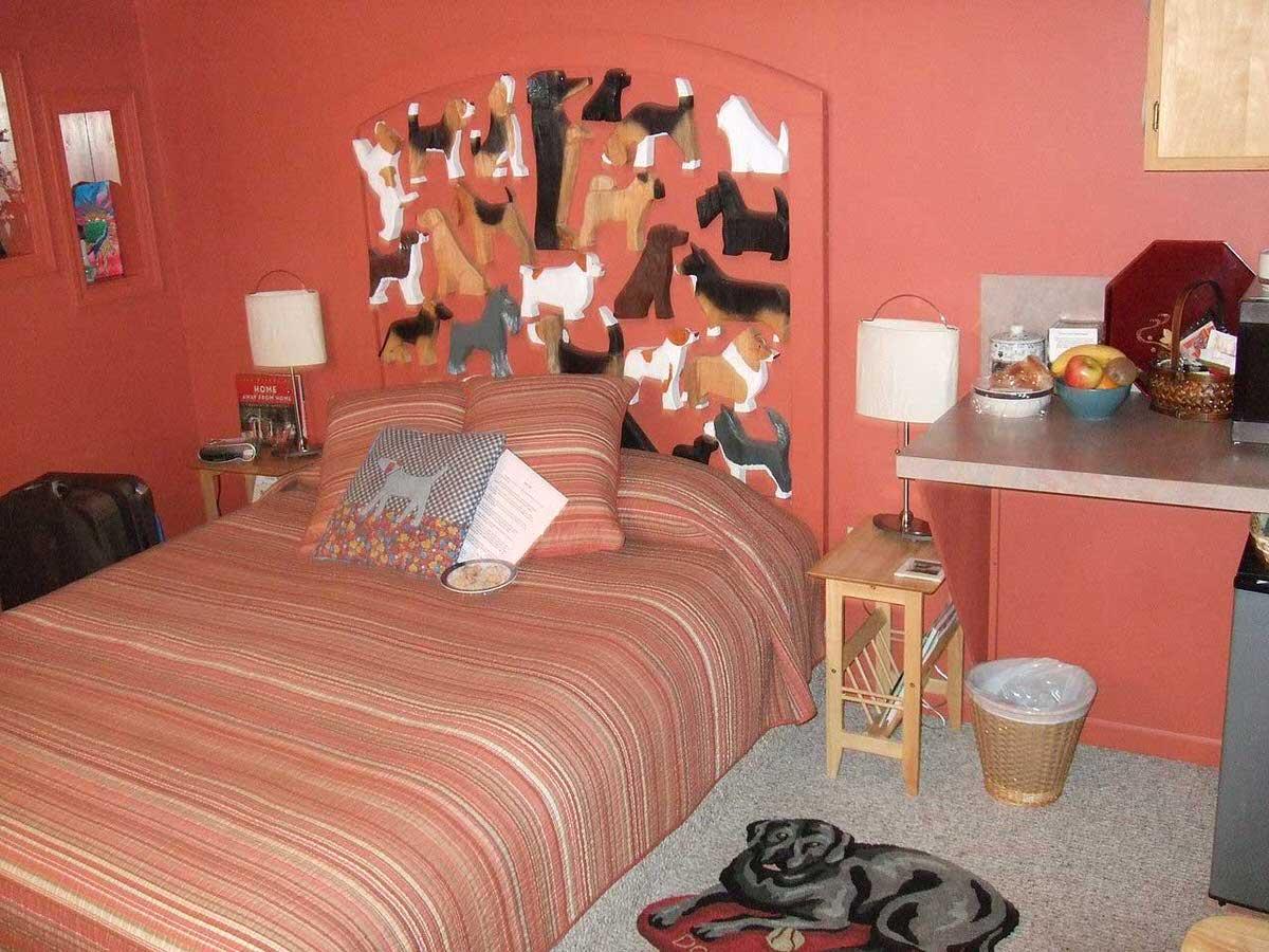 חדר עם כלבים, בית הביגל