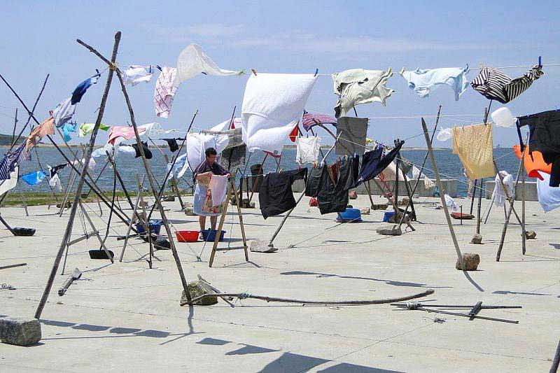 חבלי הכביסה לגדת הדורו בכפר אָפוּרָדָה
