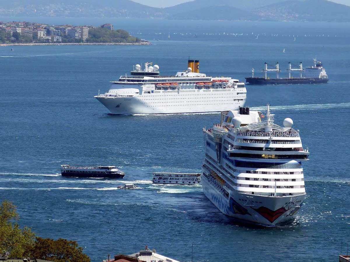 ספינות תיור בים הפתוח
