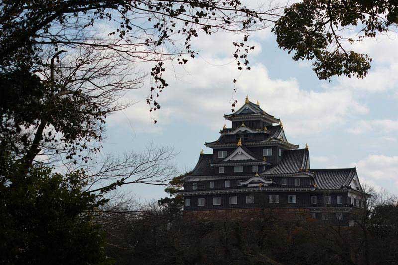טירת אוקאיאמה מגן קוֹראקוּ-אֶן
