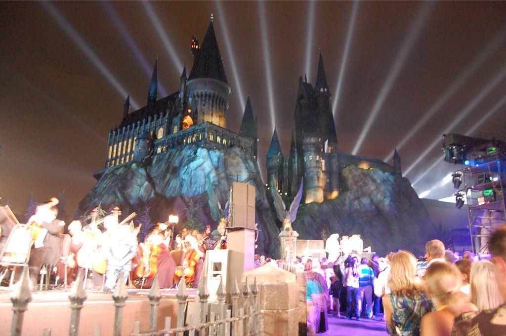 הפתיחה החגיגית של עולם הקוסמים של הארי פוטר ביוניברסל סטודיוס