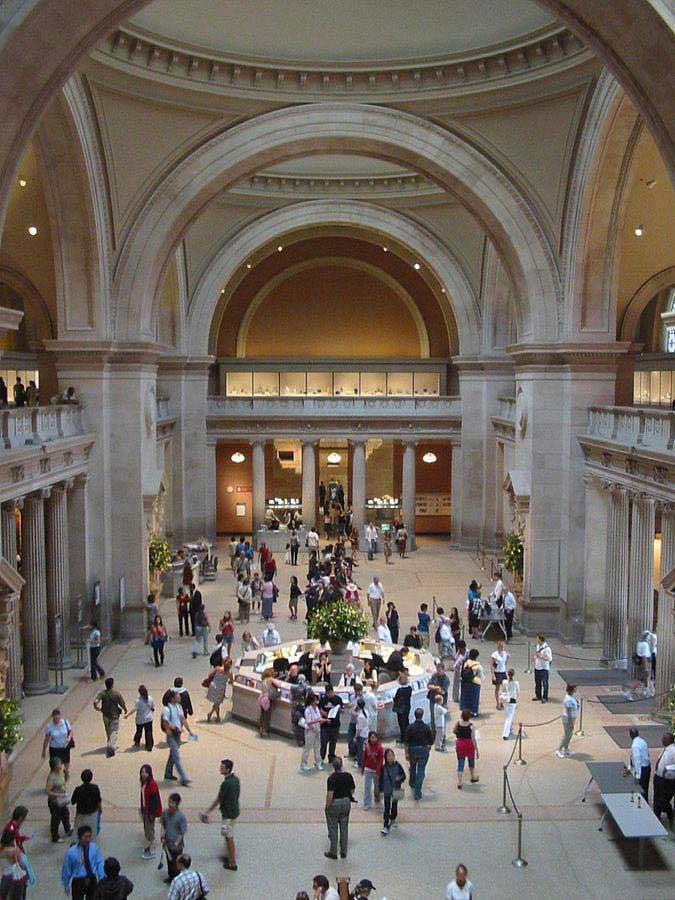 אולם הכניסה למוזיאון מטרופוליטן
