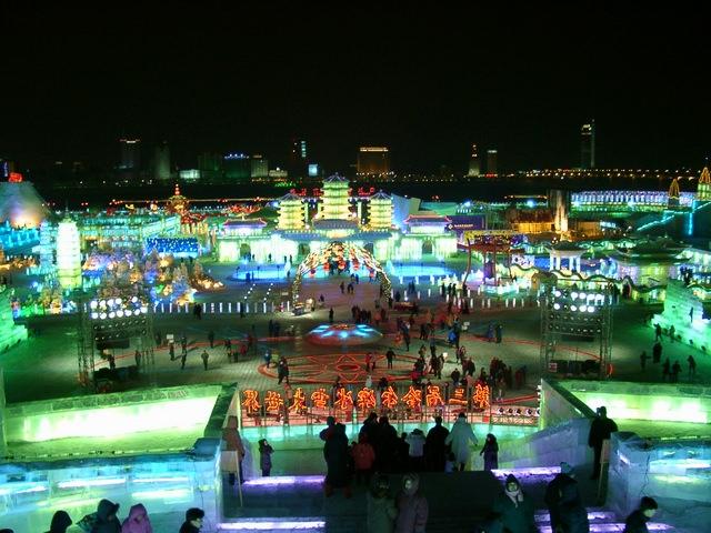 עיר הקרח הסינית בפסטיבל הבינלאומי לפיסול בקרח ובשלג של חרבין