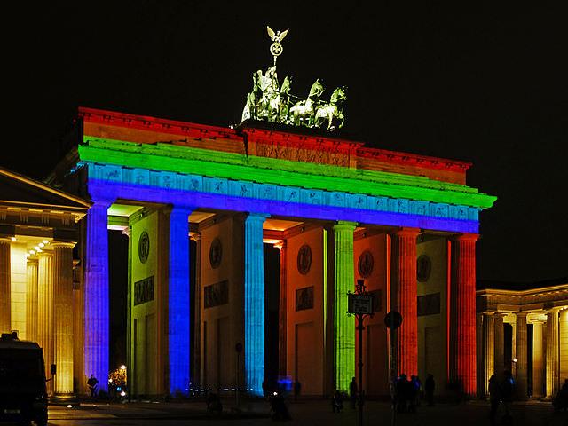 שער בּראנדֶנבּוּרג לובש חג בפסטיבל האורות
