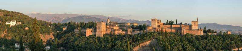 מתחם ארמון אלהמברה בגרנדה שבדרום ספרד