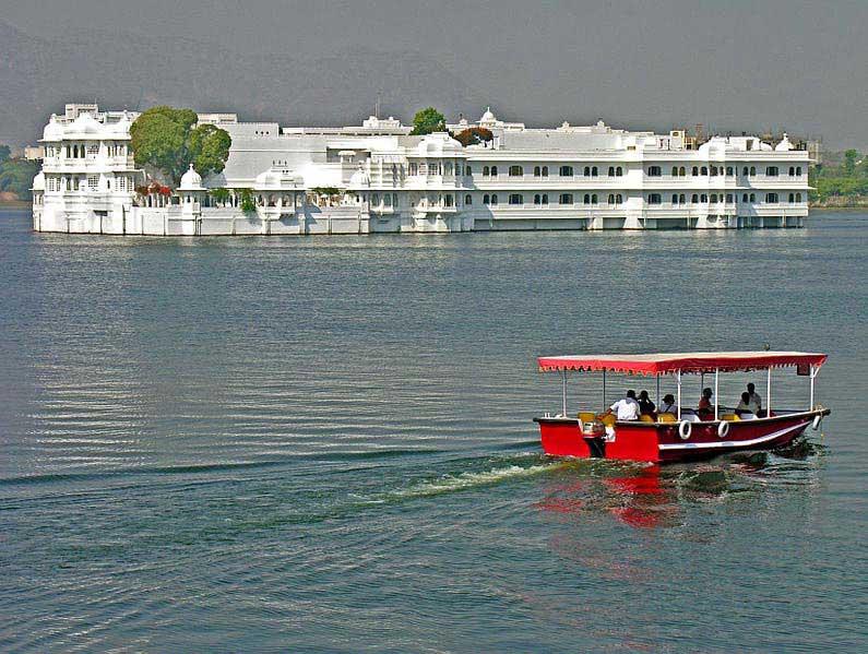 מלון Taj Lake Palace, שכיכב בסרט אוקטופוסי של ג