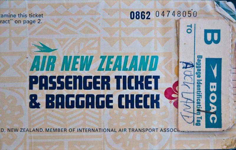כרטיס טיסה ושובר הפקדת מטען של אייר ניו זילנד