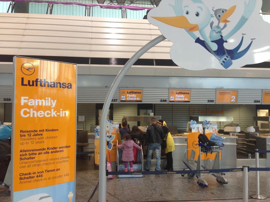צ׳ק אין למשפחות בנמל התעופה של פרנקפורט